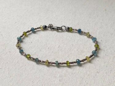 blue & green repetition bracelet