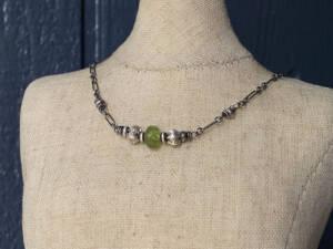 peridot ruffled choker necklace